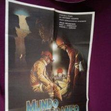 Cinema: POSTER DE CINE GRAN FORMATO, 100 X 70 CMS. MUNDO SUBTERRÁNEO, PELÍCULA ESPELEOLOGÍA. Lote 248062720