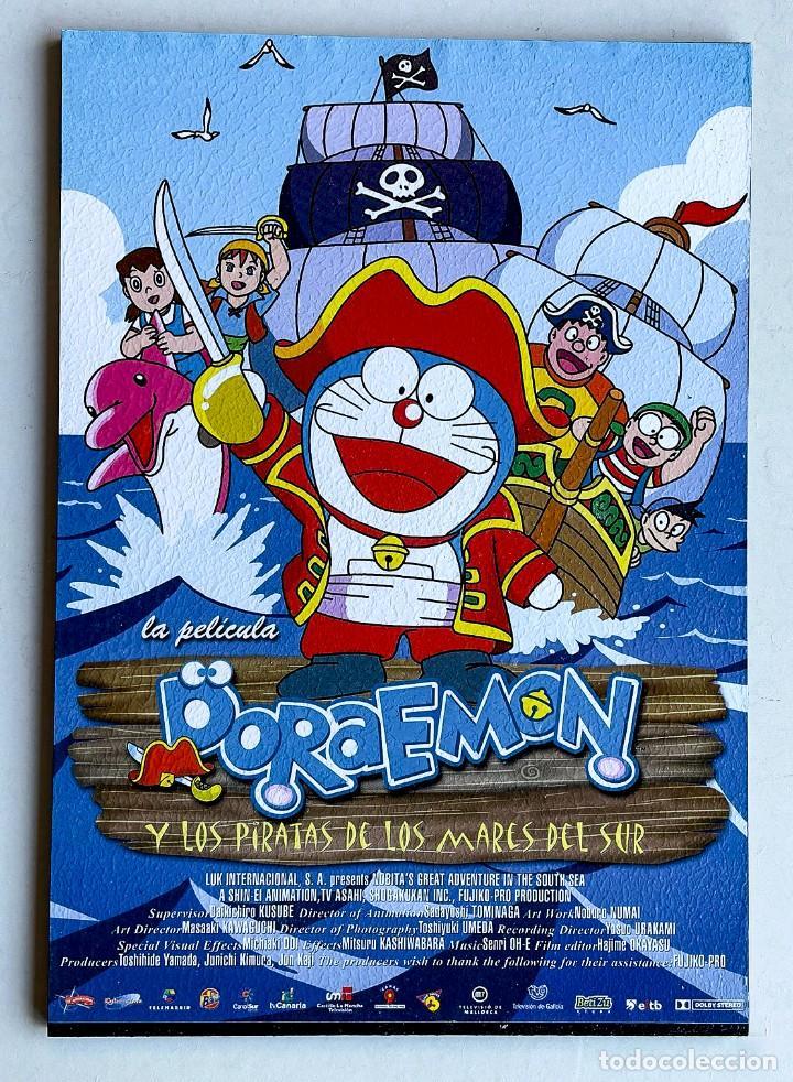 CUADRO GUÍA CINE DORAEMON - Y LOS PIRATAS DE LOS MARES DEL SUR. HECHO EN MADERA 21X30 CM. MUY RARO. (Cine - Posters y Carteles - Infantil)