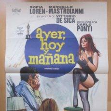 Cine: CARTEL CINE AYER, HOY Y MAÑANA SOFIA LOREN MARCELLO MASTROIANNI 1975 JANO C2048. Lote 261527920