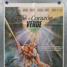 Cine: TRAS EL CORAZÓN VERDE. MICHAEL DOUGLAS, KATHLEEN TURNER, DANNY DEVITO. AÑO 1984. POSTER ORIGINAL. Lote 262238735