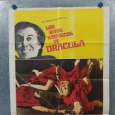 Cine: LOS RITOS SATÁNICOS DE DRÁCULA. CHRISTOPHER LEE, PETER CUSHING. AÑO 1975. POSTER ORIGINAL. Lote 262264035