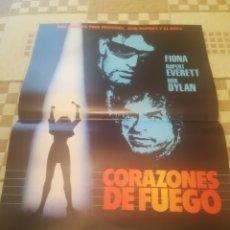 Cinema: POSTER PROMOCIONAL CORAZONES DE FUEGO. HEARTS OF FIRE. BOB DYLAN. 32X43.. Lote 262314825