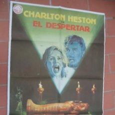 Cine: CARTEL DE CINE 70X 100 APROX MOVIE POSTER VER FOTO EL DESPERTAR CHARLTON HESTON TIENE RESTOS DE CELO. Lote 262417155