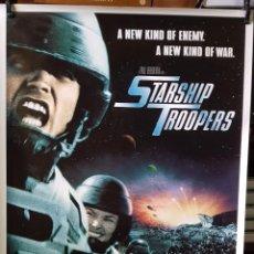 Cine: STARSHIP TROOPERS 90CM X 64CM. Lote 262751645