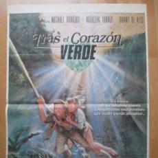 Cine: CARTEL CINE TRAS EL CORAZON VERDE MICHAEL DOUGLAS KATHLEEN TURNER 1984 C2074. Lote 263669795
