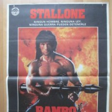 Cine: CARTEL CINE RAMBO II ACORRALADO SYLVESTER STALLONE RICHARD CRENNA 1985 C2090. Lote 263679165