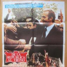 Cine: CARTEL CINE, DE LA REPUBLICA AL TRONO, ENRIQUE TIERNO GALVAN, MANUEL FRAGA, POLITICA, 1980, C100. Lote 263705200