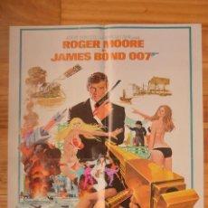Cine: POSTER O CARTEL DOBLE #136 DE EL HOMBRE DE LA PISTOLA DE ORO 007 Y VIUDA NEGRA. Lote 265176149