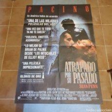Cine: CARTEL ORIGINAL ATRAPADO POR SU PASADO, 1993, PACINO, SEAN PENN, 98 X 68 CM, PLEGADO.. Lote 270575773