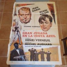 Cine: CARTEL ORIGINAL, GRAN JUGADA EN LA COSTA AZUL, 1976, JEAN GABIN, ALAIN DELON, 100 X 70 CM, PLEGADO.. Lote 270576388