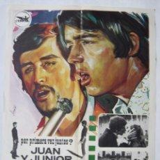 Cine: EN UN MUNDO DIFERENTE, CON JUAN Y JUNIOR. PÓSTER 67 X 99 CMS.1970. DISEÑO: HERMIDA.. Lote 271385313