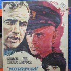 Cine: CARTEL ORIGINAL DE EPOCA - MORITURI - MARLON BRANDON - YUL BRYNNER - 100 X 70. Lote 275282328