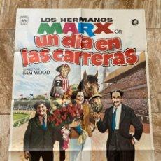 Cine: CARTEL CINE ORIG REESTRENO UN DIA EN LAS CARRERAS (1937) 70X100 / HERMANOS MARX. Lote 277178048
