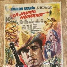 Cine: CARTEL CINE ORIG ESTRENO LA JAURIA HUMANA (1966) 70X100 / MARLON BRANDO / ROBERT REDFORD / MAC. Lote 278405583