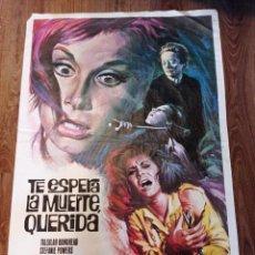 Cine: ANTIGUO CARTEL DE CINE ORIGINAL AÑOS 60 TE ESPERA LA MUERTE QUERIDA. Lote 280453363