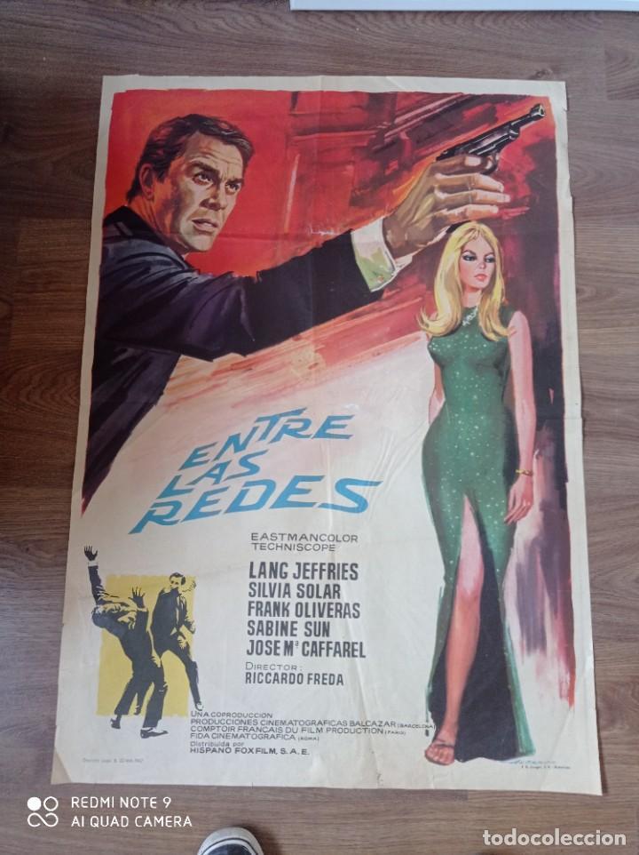 ANTIGUO CARTEL DE CINE ORIGINAL AÑOS 60, ENTRE LAS REDES (Cine - Posters y Carteles - Suspense)