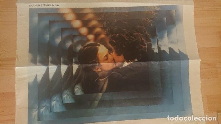 Cine: CARTEL DE DE LA PELICULA , UN PEQUEÑO ROMANCE , TAMAÑO 70x100 CM APROX , LEER DESCRIPCION - Foto 3 - 287181203