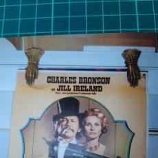 Cine: C'EST ARRIVE ..ENTRE MIDI ET TROIS HEURES CHARLES BRONSON JILL IRELAND CARTEL PÓSTER AFICHE 1976. Lote 287826593