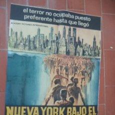 Cinéma: CARTEL DE CINE 70X 100 APROX MOVIE POSTER VER FOTO NUEVA YORK BAJO EL TERROR DE LOS ZOMBI. Lote 288600983