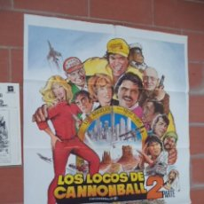 Cinéma: CARTEL DE CINE 70X 100 APROX MOVIE POSTER+ GUIA DOBLE VER FOTOS LOS LOCOSDE CANNONBALL 2 PARTE. Lote 288651118