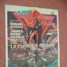 Cine: CARTEL DE CINE 70X 100 APRO MOVIE POSTER VER FOTO LA ESPIA QUE AMO ROGER MOORE JAMES BOND AGENTE 007. Lote 289200753