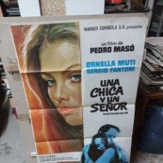 Cine: UNA CHICA Y UN SEÑOR ORNELLA MUTI PEDRO MASÓ POSTER ORIGINAL 70X100 M242. Lote 291331008