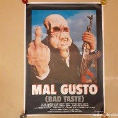 Cine: MAL GUSTO (BAD TASTE) PETER JACKSON CARTEL ORIGINAL ESTRENO ENROLLADO. Lote 296620063