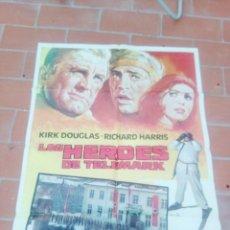 Cine: CARTEL DE CINE 70X 100 APROX MOVIE POSTER VER FOTO LOS HEROES DE TELEMARK KIRK DOUGLAS MATAIX. Lote 297029733
