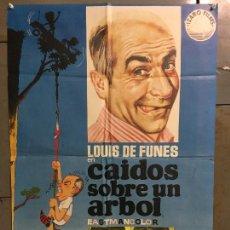 Cine: CDO N361 CAIDOS SOBRE UN ARBOL LOUIS DE FUNES GERALDINE CHAPLIN POSTER ORIGINAL 70X100 ESTRENO. Lote 297056283