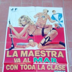 Cine: CARTEL DE CINE 70X 100 APROX MOVIE POSTER VER FOTO LA MAESTRA VA AL MAR CON TODA LA CLASE. Lote 297177858