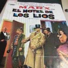 Cine: CARTEL DE LOS HERMANOS MARX, EL HOTEL DE LOS LIOS SELLO COSMOS AÑO 1982 MEDIDAS 69 X 100 CTMS. Lote 39904414