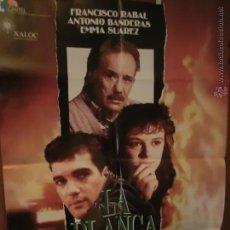 Cine: LA BLANCA PALOMA ANTONIO BANDERAS Y PACO RABAL POSTER. Lote 47915572