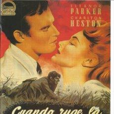 Cine: CARTEL DE CINE TAMAÑO 30X23 APROX INFORMACION DETRAS DE LA PELICULA CUANDO RUGE LA MARABUNTA. Lote 154181242