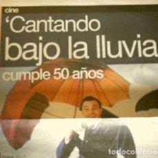 Cine: CANTANDO BAJO LA LLUVIA CUMPLE 50 AÑOS (REPORTAJE PERIODICO ABR 2002) (2 HOJAS) STANLEY DONEN. Lote 160726946