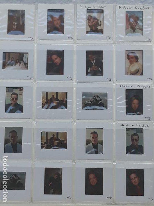 LOTE DE 51 DIAPOSITIVAS Y 2 FOTOGRAFIAS DEL ACTOR DE CINE: MICHAEL DOUGLAS. (Cine - Revistas - Colección ídolos del cine)