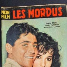 Cine: REVISTA FRANCESA FILM LES MORDUS SACHA DISTEL, DANIK PATISSON, BERNADETTE LAFONT. Lote 227479245