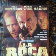 Cine: CARTEL DOBLE 40X60 APROX DE LAS PELICULAS: LA ROCA Y UN LOCO A DOMICILIO. Lote 276665853