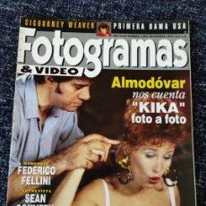 Cine: FOTOGRAMAS N° 1802 AÑO 1993 PEDRO ALMODÓVAR (KIKA), FEDERICO FELLINI, SEAN CONNERY, SIGOURNEY WEAVER. Lote 277617683