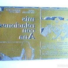 Cine: PLACA METÁLICA CLICHE DE IMPRENTA PELICULA MIS RELACIONES CON ANA - JOSE SACRISTAN - AÑO 1979 - 7X11. Lote 124424799