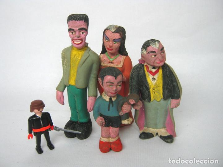 LOTE 4 FIGURAS DE GOMA VINTAGE - LA FAMILIA MONSTER- SERIE AMERICANA THE MUNSTERS (1964) (Cine - Varios)