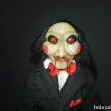 Cine: BILLY, EL MUÑECO DE SAW CUSTOMIZADO POR EL RECONOCIDO HEAD AND BODY SCULPTOR JAN'S CUSTOM WORK. Lote 147963634