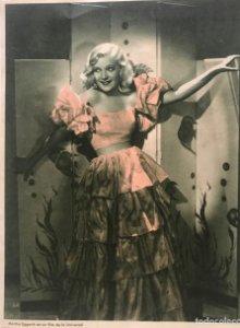 Martha Eggerth en un film de la Universal 16,6x21,6 cm