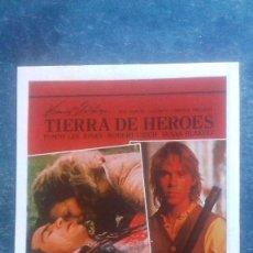 Cine: PUBLICIDAD TIERRA DE HÉROES. TOMMY LEE JONES. ROBERT URICH. SUSAN BLAKE. CARTULINA, 140 X 100 MM. Lote 165882898