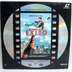 Cinema: ACOSO -EL SECRETO DE MI EXITO -NICHAEL J.FOX - LASER DISC - LASERDISC - DOBLE CARA DISCO PELICULA. Lote 170059224