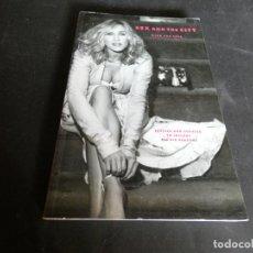 Cine: LIBRO EN INGLES TAPA DURA SOBRE LA SERIE SEXO EN NOVA YORK SEX AND THE CITY PESA 850 GR. Lote 171674429