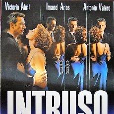 Cine: INTRUSO - DÍPTICO TAMAÑO CUARTILLA DE INVITACIÓN AL ESTRENO. Lote 195153615