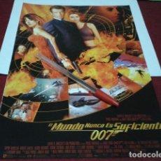 Cinema: PÓSTER PELÍCULA FICHA HOJA REVISTA RECORTE A4 ( EL MUNDO NUNCA ES SUFICIENTE JAMES BOND 007 ). Lote 199950052
