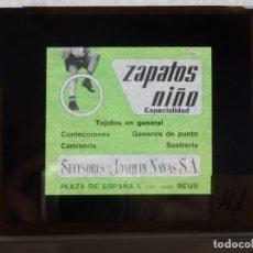 Cine: DIAPOSITIVA CRISTAL PUBLICIDAD CINE ZAPATOS NIÑO JOAQUIN NAVAS SA REUS AÑOS 50 O 60. Lote 203817421