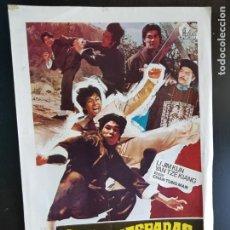 Cine: PÓSTER DE CINE LOS GUARDAESPADAS DEL KARATE ORIGINAL 1976. Lote 221944135