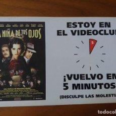 Cinema: CARTEL. EN CARTULINA PUBLICITARIO DE LAS PELÍCULAS.LA CENA DE LOS IDIOTAS Y LA NIÑA DE TUVER FOTOS.. Lote 230792180